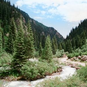 Белая вода, водопад и озера в Григорьевском ущелье
